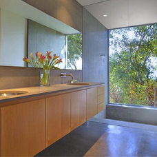 Contemporary Bathroom by Frank Hennessy Architect