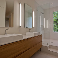 Modern Bathroom by Dwellings