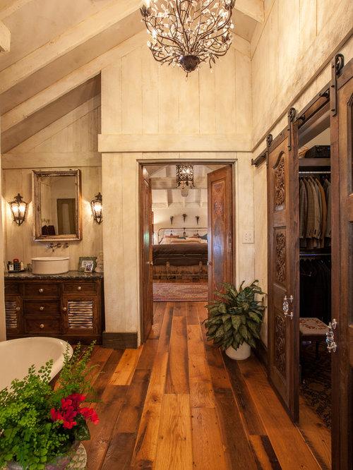 salle de bain montagne avec un placard porte persienne photos et id es d co de salles de bain. Black Bedroom Furniture Sets. Home Design Ideas