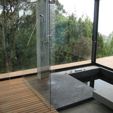 Contemporary Bathroom by mgc arquitectura