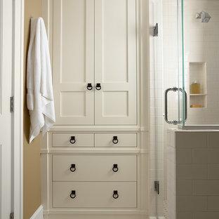 Diseño de cuarto de baño tradicional con baldosas y/o azulejos de cemento
