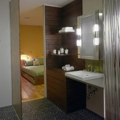 modern bathroom by John Lum Architecture, Inc. AIA