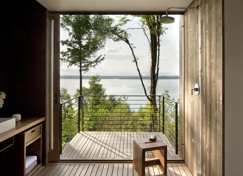 Modern Bathroom by MW|Works Architecture+Design