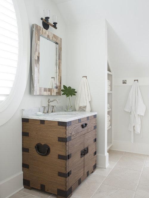 Salle de bain avec un sol en bois clair et un wc s par for Salle de bain avec wc separe