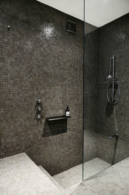 standout shower bath combos for smaller bathrooms