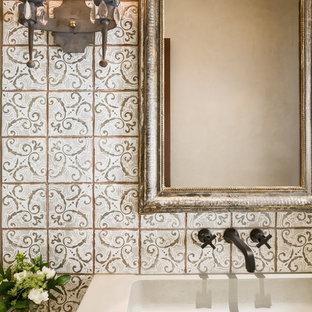 Imagen de cuarto de baño infantil, clásico renovado, con encimera de cemento y baldosas y/o azulejos de terracota