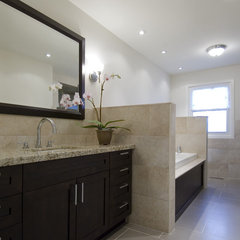 modern bathroom by BiglarKinyan Design Partnership Inc.