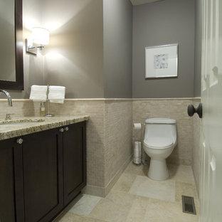 Esempio di una stanza da bagno tradizionale con top in granito, piastrelle in pietra e lavabo sottopiano