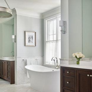 Ispirazione per una stanza da bagno padronale chic con consolle stile comò, ante in legno bruno, vasca freestanding, pareti grigie e pavimento bianco