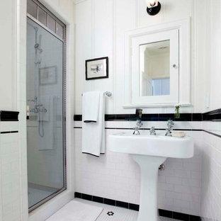 Ispirazione per una stanza da bagno con doccia chic di medie dimensioni con lavabo a colonna, doccia alcova, piastrelle bianche, piastrelle diamantate, pareti bianche e pavimento con piastrelle a mosaico