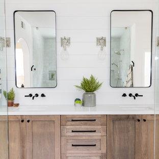 Idées déco pour une salle de bain principale campagne de taille moyenne avec un placard à porte shaker, des portes de placard en bois brun, une douche double, un WC séparé, un carrelage blanc, des carreaux en terre cuite, un mur blanc, un sol en travertin, un lavabo encastré, un plan de toilette en quartz modifié, un sol beige et une cabine de douche à porte battante.