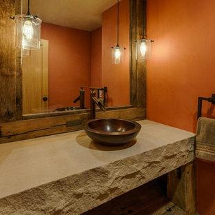Ejemplo de cuarto de baño con ducha, rural, pequeño, con lavabo sobreencimera, armarios abiertos, puertas de armario con efecto envejecido, encimera de piedra caliza, baldosas y/o azulejos marrones, baldosas y/o azulejos de cerámica, paredes rojas y suelo de baldosas de cerámica