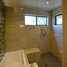 Modern Bathroom by Steinbomer, Bramwell & Vrazel Architects
