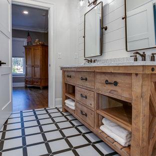 Esempio di una stanza da bagno padronale country con ante lisce, ante in legno scuro, pareti bianche, lavabo sottopiano, pavimento multicolore e top grigio