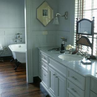 Esempio di una stanza da bagno tradizionale con vasca con piedi a zampa di leone
