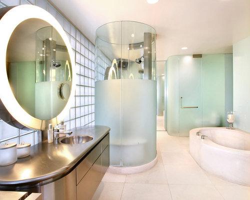Badezimmer mit Edelstahl-Waschtisch und Eckbadewanne - Design ... | {Eckbadewanne design 79}