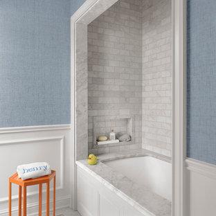 Imagen de cuarto de baño infantil, clásico, de tamaño medio, con bañera encastrada sin remate, baldosas y/o azulejos grises, baldosas y/o azulejos de mármol, paredes azules, suelo con mosaicos de baldosas y suelo blanco