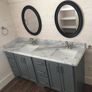 Ispirazione per una piccola stanza da bagno con ante grigie, lavabo da incasso, top in quarzite, top multicolore e mobile bagno incassato