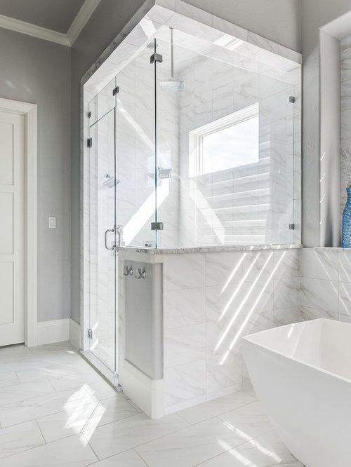 Stanza da bagno classica con ante turchesi foto idee - Piastrelle grigie bagno ...