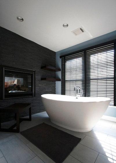 Modern Bathroom by Murphy's Design