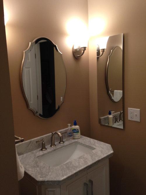 salle de bain romantique avec un placard en trompe l 39 oeil photos et id es d co de salles de bain. Black Bedroom Furniture Sets. Home Design Ideas