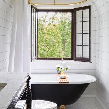Charming Traditional Guest Bath in Glen Ellyn