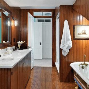 ボストンの大きいビーチスタイルのおしゃれなバスルーム (浴槽なし) (アンダーカウンター洗面器、中間色木目調キャビネット、猫足浴槽、アルコーブ型シャワー、茶色い壁、大理石の洗面台、フラットパネル扉のキャビネット、白い洗面カウンター) の写真