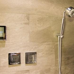 Idee per una grande stanza da bagno con doccia design con ante lisce, ante in legno bruno, doccia alcova, orinatoio, piastrelle grigie, piastrelle in pietra, pareti beige, pavimento in cementine, lavabo a bacinella, top in granito, pavimento beige, porta doccia a battente e top nero