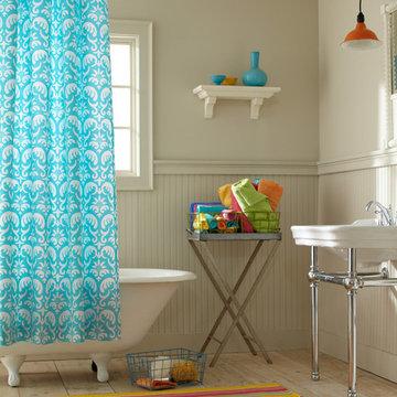 Cheerful & Bright Bathroom