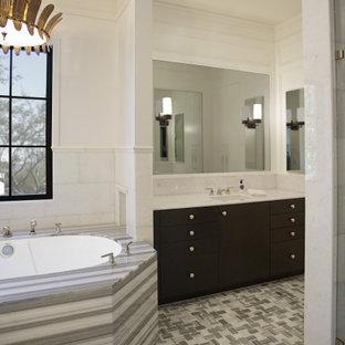 Cette photo montre une très grand salle de bain principale chic avec un placard avec porte à panneau encastré, des portes de placard noires, une baignoire indépendante, une douche double, un bidet, un carrelage blanc, du carrelage en marbre, un mur blanc, un sol en marbre, un lavabo posé, un plan de toilette en marbre, un sol multicolore, aucune cabine, un plan de toilette blanc, une niche, meuble double vasque, meuble-lavabo encastré, un plafond à caissons et du lambris.