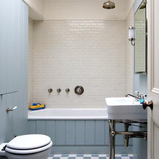 Idéer för vintage badrum för barn, med ett platsbyggt badkar, en dusch/badkar-kombination, vit kakel, keramikplattor och blå väggar