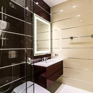 Idee per una stanza da bagno padronale contemporanea di medie dimensioni con consolle stile comò, ante rosse, bidè, piastrelle rosse, piastrelle di cemento, pareti beige, pavimento in gres porcellanato, lavabo da incasso e top in quarzite