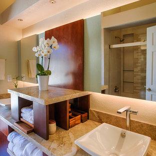 Ejemplo de cuarto de baño principal, clásico renovado, de tamaño medio, con armarios con paneles lisos, puertas de armario de madera oscura, bañera empotrada, combinación de ducha y bañera, paredes beige, suelo de linóleo, lavabo sobreencimera, suelo gris y ducha con puerta corredera