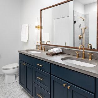 Diseño de cuarto de baño principal, ecléctico, de tamaño medio, con armarios con paneles empotrados, ducha empotrada, paredes blancas, ducha con puerta con bisagras, encimeras grises, puertas de armario azules, baldosas y/o azulejos grises, suelo de mármol, lavabo encastrado, suelo gris y encimera de cemento