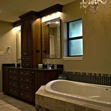 Traditional Bathroom by BRAVI
