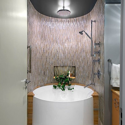 Example of a mid-sized trendy master slate floor bathroom design in Chicago with flat-panel cabinets and gray walls