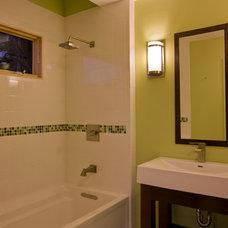 Modern Bathroom by Daryl S. Rantis Architect