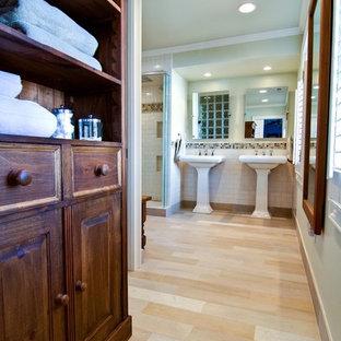 Modelo de cuarto de baño contemporáneo con baldosas y/o azulejos de cemento