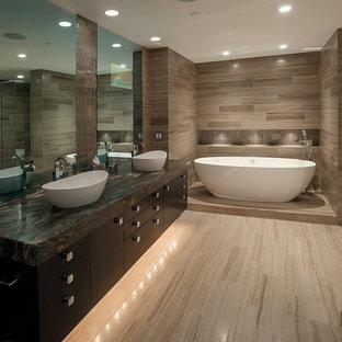 Esempio di una piccola stanza da bagno padronale minimal con lavabo a bacinella, ante lisce, ante in legno bruno, top in granito, vasca freestanding, doccia aperta, piastrelle beige, piastrelle in gres porcellanato e pavimento in gres porcellanato