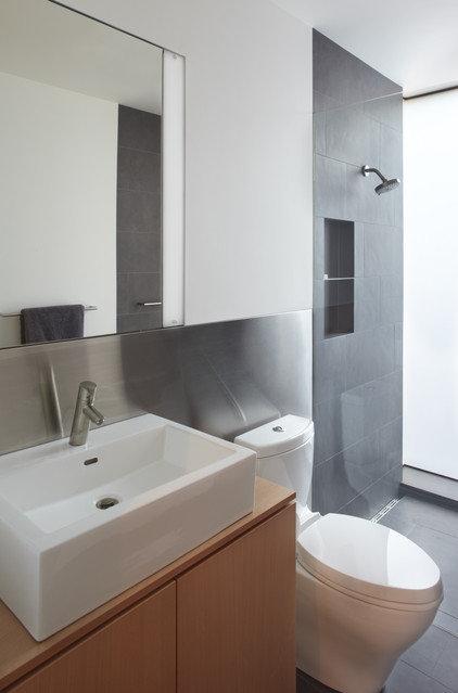 Modern Bathroom by building Lab, inc.