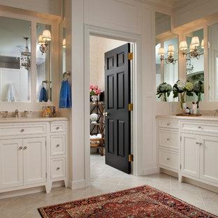 Ispirazione per una grande stanza da bagno chic con ante a filo, ante bianche e piastrelle beige