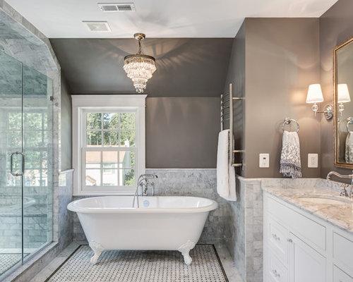 Stanza da bagno classica con pareti marroni foto idee arredamento