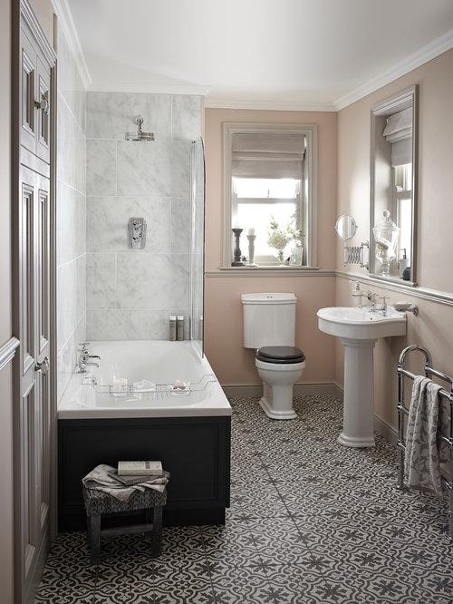 Salle de bain avec du carrelage en marbre et un mur rose : Photos et ...