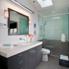 modern bathroom by TreHus Architects+Interior Designers+Builders