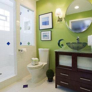 Exemple d'une salle de bain tendance.