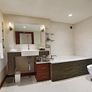 Esempio di una stanza da bagno padronale contemporanea di medie dimensioni con ante lisce, ante in legno scuro, vasca sottopiano, doccia alcova, WC monopezzo, piastrelle beige, piastrelle in ceramica, pareti beige, pavimento con piastrelle in ceramica, lavabo sospeso e top in cemento
