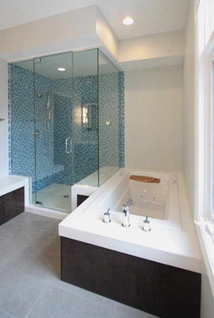 modern bathroom by Habitar Design