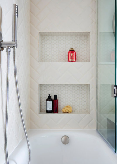 Midcentury Bathroom by Amberth
