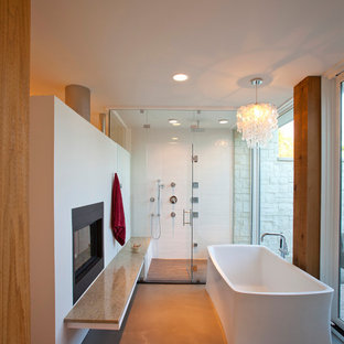 Example of a minimalist bathroom design in Cincinnati