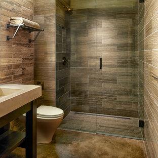 Ispirazione per una stanza da bagno rustica con consolle stile comò, top in cemento, pavimento in cemento, lavabo a colonna e doccia a filo pavimento